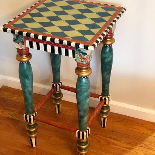 GREEN DIAMOND TABLE
