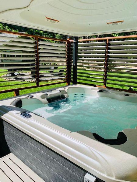 Hot Tub Interior.jpg