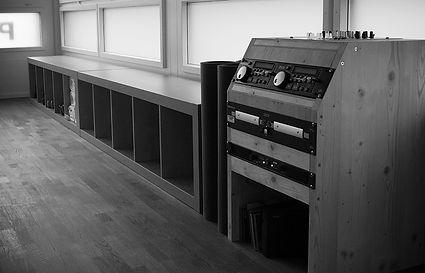 Musikanlage mit Abstellflächen