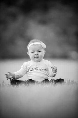 baby-portraits-outdoors-photographer.jpg
