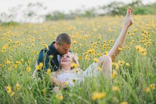 field-flowers-wedding-grass-photographer