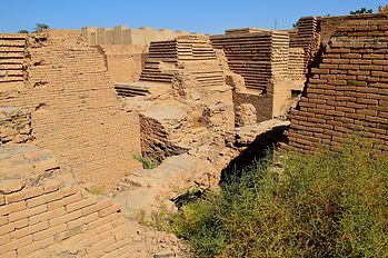 Ruins_of_the_ancient_city_of_Babylon,_Ir