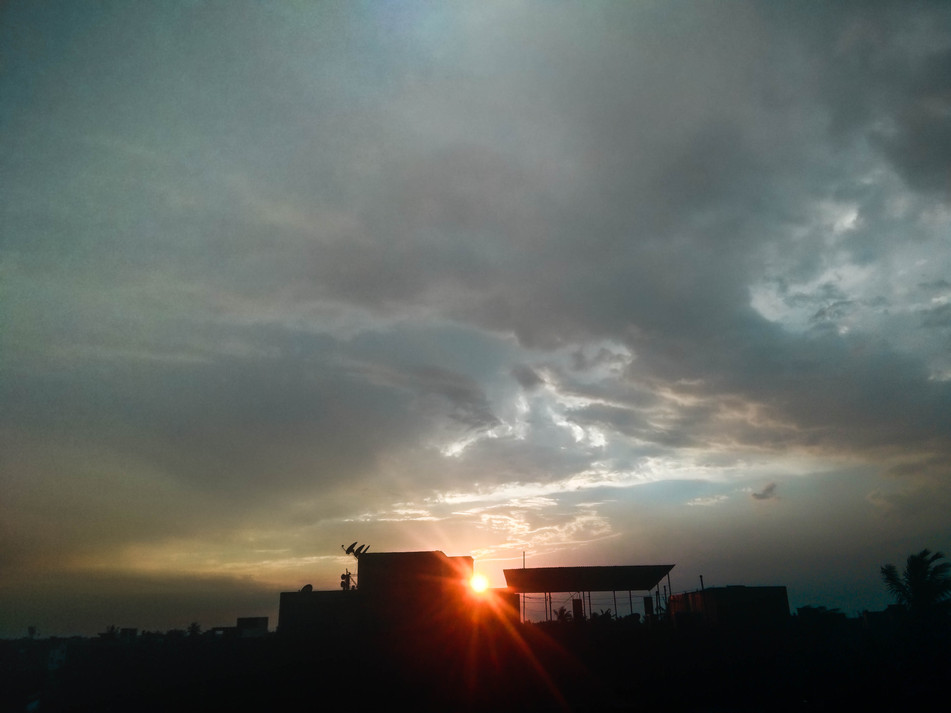 Sneaky peeky Sun