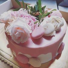 Subtelny tort komunijny dla dziewczynki