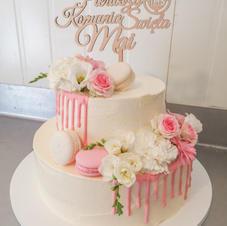 Piętrowy tort komunijny dla dziewczynki