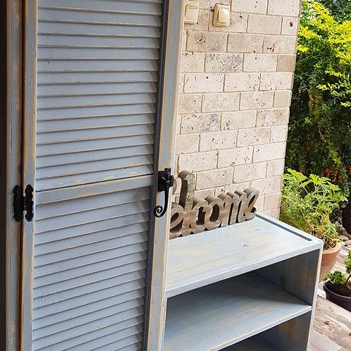 2501019 ארון אחסון בעלת דלת תריס ושידת מדפים