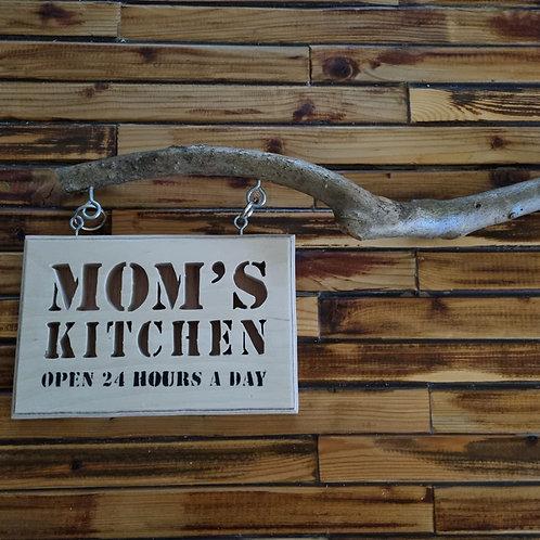 """2201009 שלט עץ """"mom's kitchen open 24 hours a day"""""""