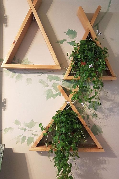 מדפי עץ במבנה משולש בסגנון סקנדינבי 1601015