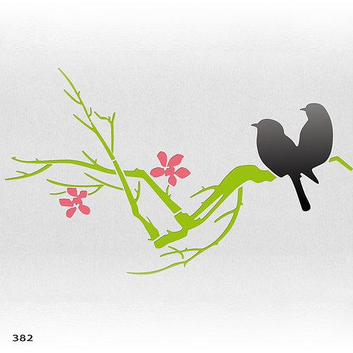 382 זוג ציפורים על ענף פורח