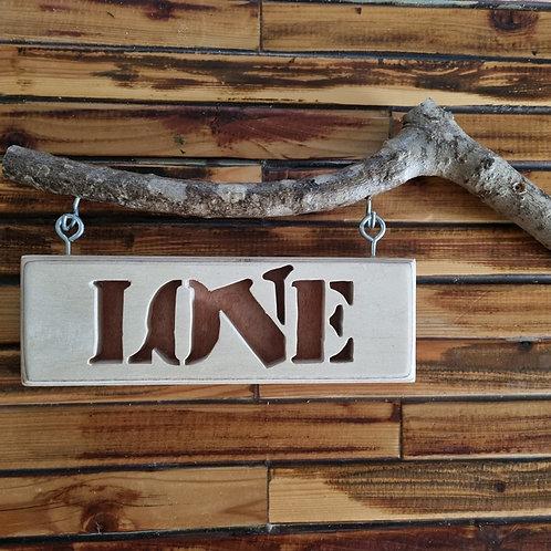 """2201014 שלט עץ """"LOVE"""""""