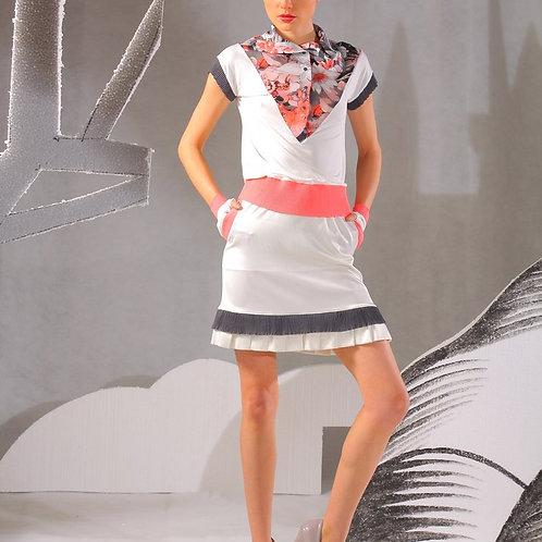 Блуза белая со вставкой на груди с розовой отделкой пояса