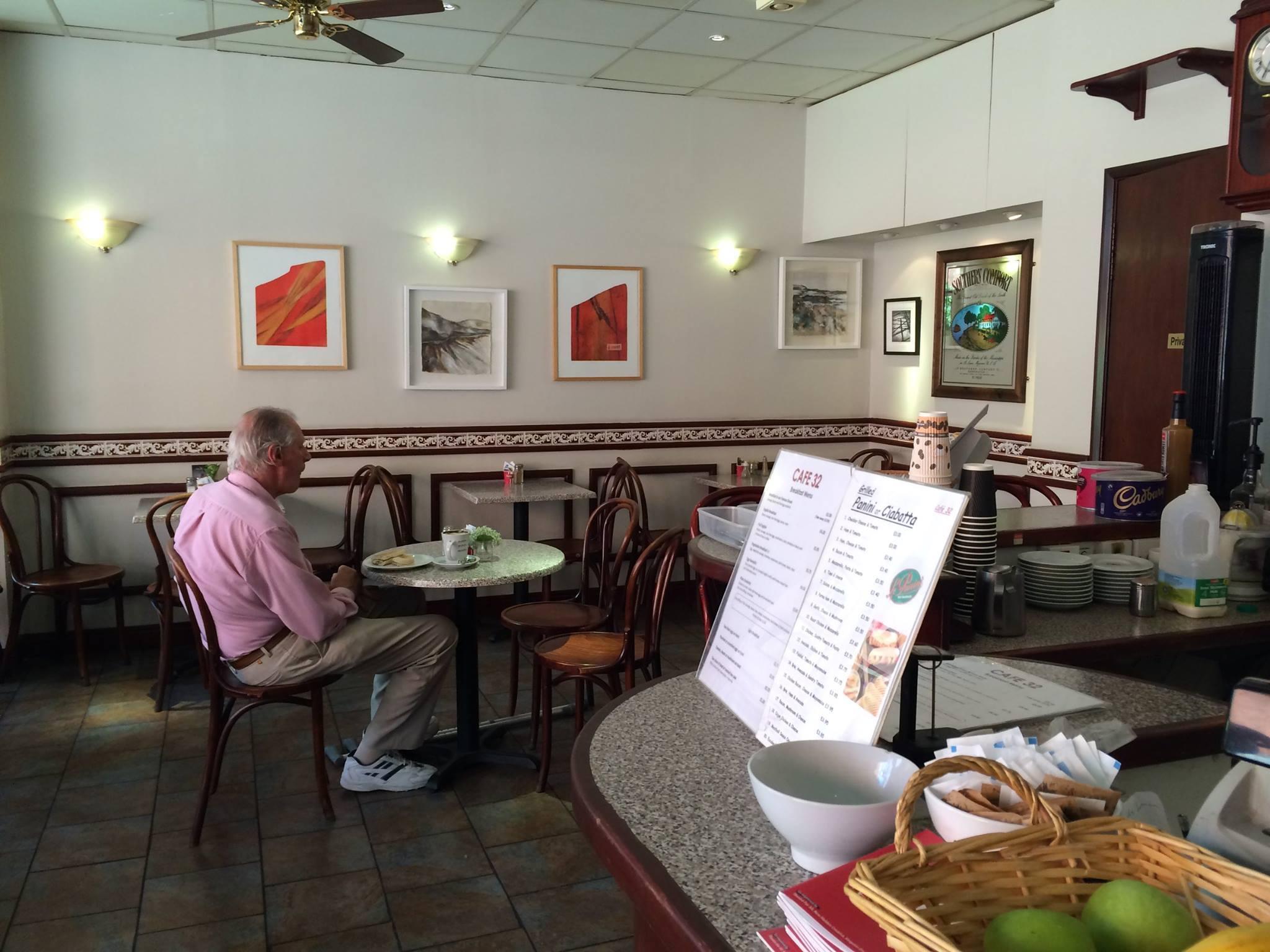 Cafe 32