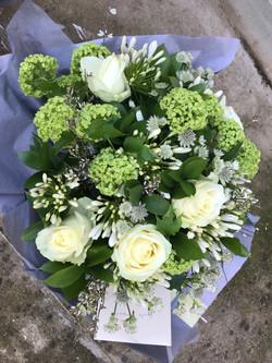 Bouquet rond fleurs blanches