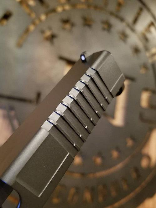 Front corner radius serrations