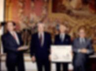 Olivier Desombre à l'hôtel de Matignon pour recevoir la coupe d'or du bon gout francais