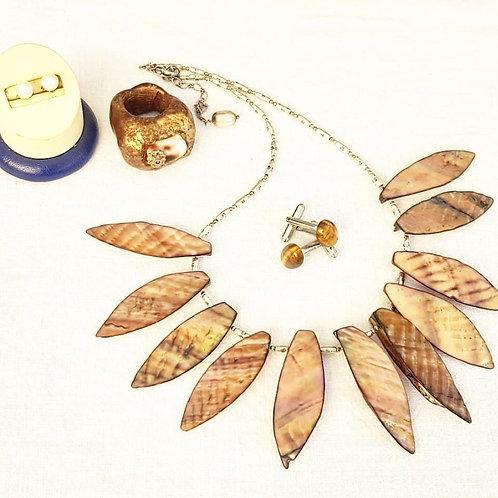 Handmade short shell necklace