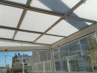 Techo manual y Cortinas de cristal en Almazora / Manual Roof and Frameless glass doors in Almazora