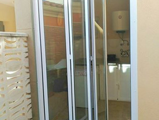 Puertas plegables en Almazora / Folding doors in Almazora