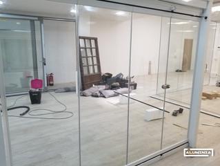 Cortina de cristal serie lisa para exposición / Frameless glass doors for our client's showroom