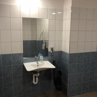 Mozgáskorlátozott mosdó fldsz.1-es szoba