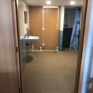 Emeleti 10fős szoba+mosdó1.JPG