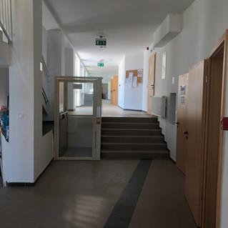 Földszinti folyosó+mozgáskorlátozott lif