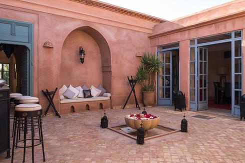 akhdar5_patio_entree.jpg