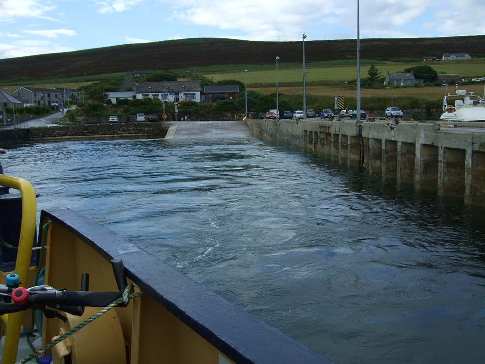 MV Eynhallow leaving Rousay pier