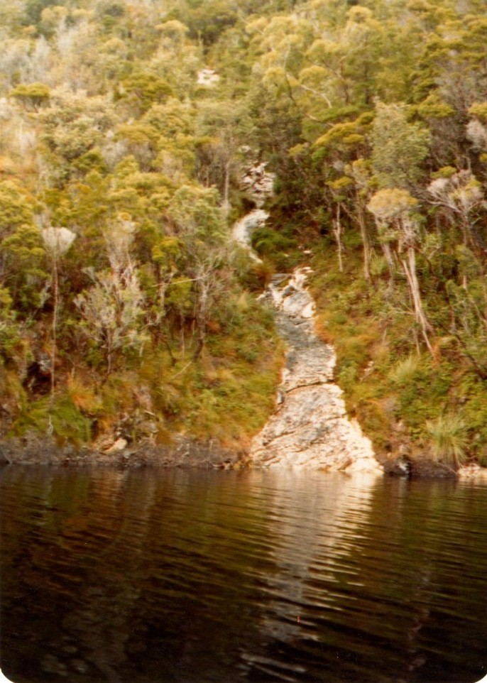 waterfall serpentine gorge323