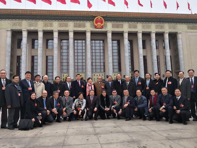 出席第十三屆全國人民代表大會