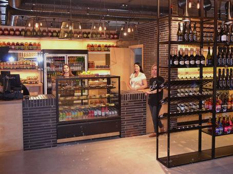 Новый формат вино-водочного магазина запущен в Воронеже. Гастроном напитков-бар.