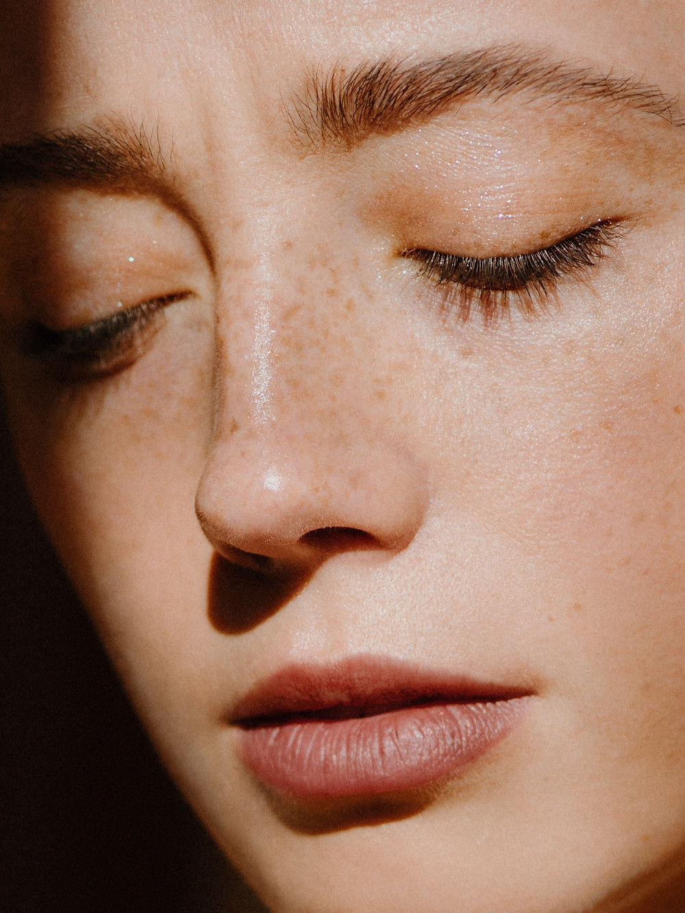 White women, clear skin, freckles, glowy skin, dewy skin, healthy skin