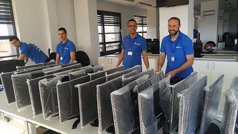 хамали ренасят офис оборудване на фирма в преместване