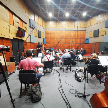 """Recording the soundtrack of """"Y todos arderán"""" with the Budapest Symphony Orchestra"""