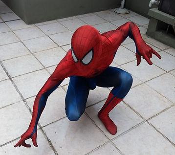 Animação de festa infantil com o personagem Homem Aranha