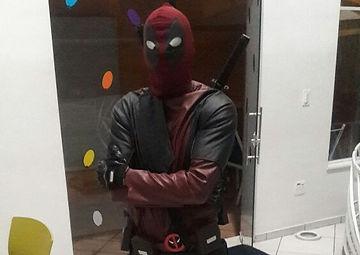 Animação de festa infantil com o personagem Deadpool