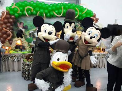 Animação de Festa com os personagens de Mickey Safari