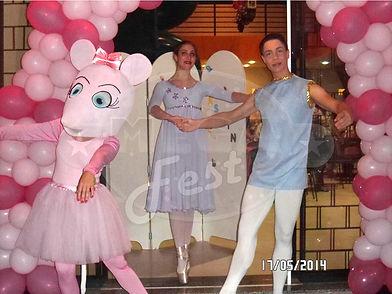 Animação de Festa com os personagens de Angelina Bailarina