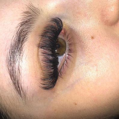 Beautiful _ilaymua lashes done by el las