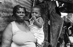mother,child, champs de mars3.jpg