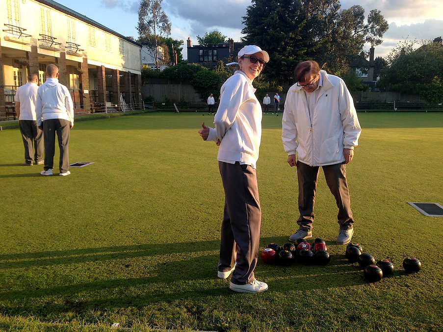 Relaxed summer bowls at Temple Bowling Club