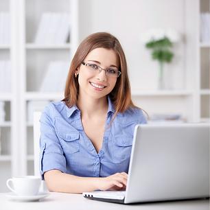 mujer estudiando notebook laptop