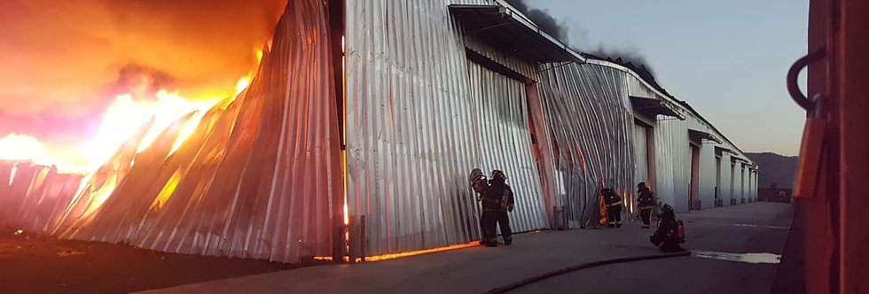 Gigantesco incendio afectó a fábrica de La Pintana