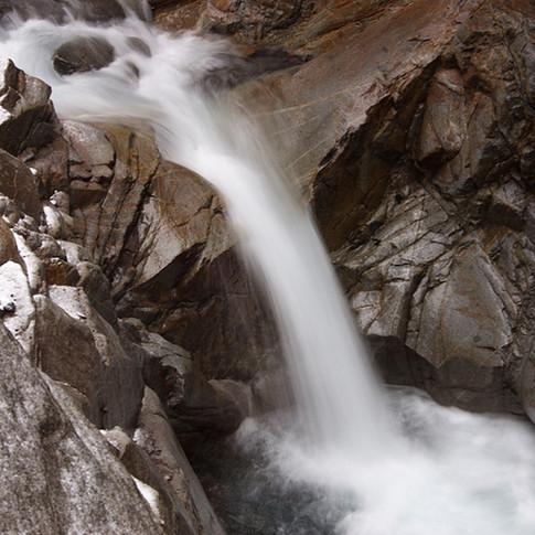 Córrego rochoso