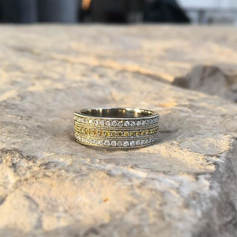 Deco pave band