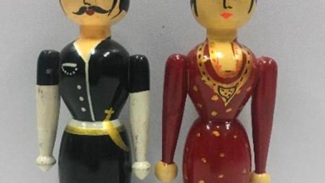 Wooden Coorgi Couple