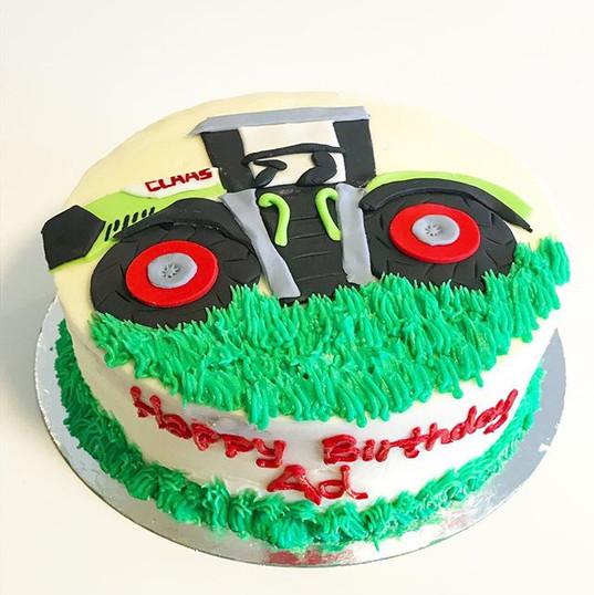 Claas Tractor cake 🚜🌞🌾.jpg