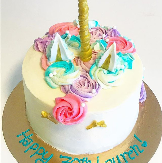Love making unicorn 🦄 🍰 cakes •_•_•_•_