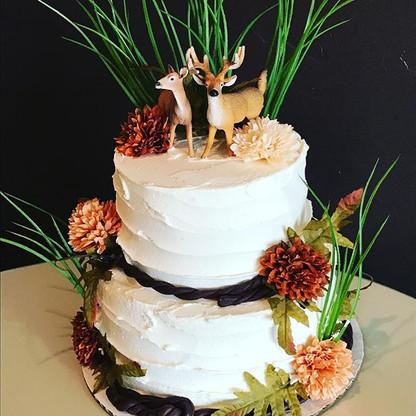 Doe and buck wedding cake 🍂🌾🦌 •_•_•_•
