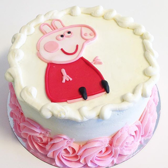 Peppa pig 🐷 cake for a sweet little gir